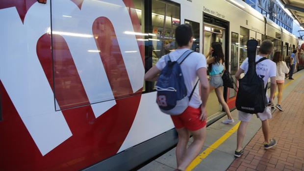 El metro de Valencia ofrecerá servicio de metro y tranvía durante toda la noche de San Juan