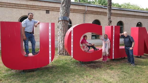 Mohammad, Amina, Sudiqa y Sebastián Álvaro, este lunes en el campus universitario de Toledo