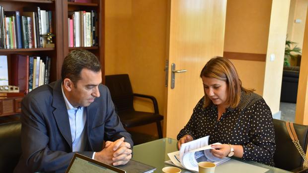 Antonio Yáñez y García Élez durante la reunión mantenida ayer