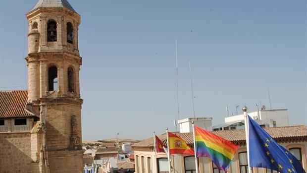 La bandera arcoíris en Valdepeñas