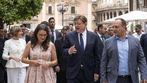 Mónica Oltra, Ximo Puig y Rubén Martínez Dalmau, durante la toma de posesión del presidente de la Generalitat