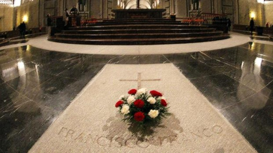 La paralización de la exhumación de Franco frena la subida de visitantes al Valle de los Caídos