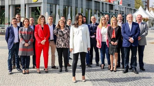 Los miembros de la lista de Cs al Ayuntamiento, con su lider, Begoña Villacís en el centro