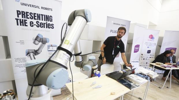 Robot colaborativo en la Maker Faire Galicia 2019