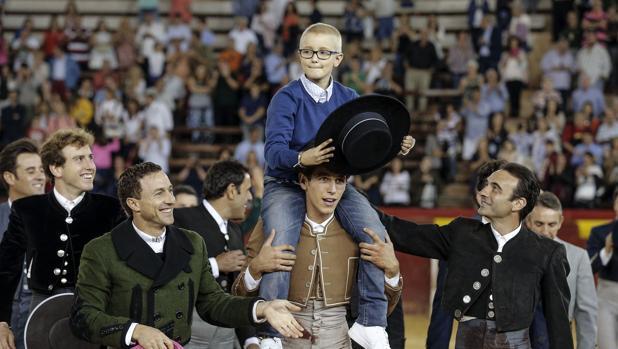Adrián Hinojosa, durante el acto benéfico celebrado en la plaza de toros de Valencia en 2016