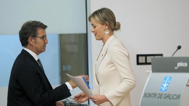 La conselleira de Política Social, Fabiola García, junto al presidente Alberto Núñez Feijóo