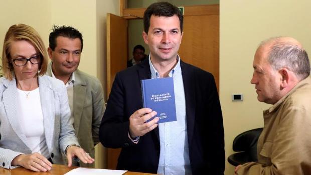 Gonzalo Caballero, acreditándose este miércoles en el Parlamento gallego
