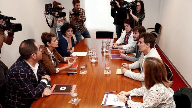 María Chivite, durante su ronda de contactos para tratar de formar gobierno con una representación de Podemos