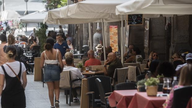 Terrazas en la calle Toledo de Madrid