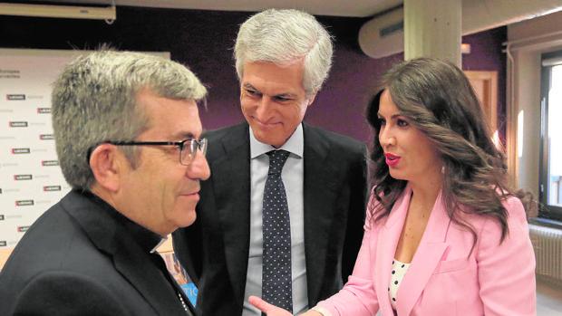 Luis Argüello, Suárez Illana e Imelda Rodríguez, ayer en el UEMC