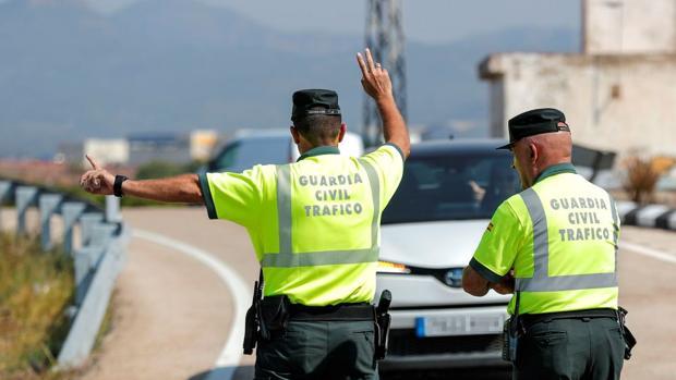 Fotografía de archivo de un control de la Guardia Civil