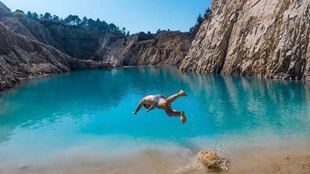 Fotografía subida a Instagram de un baño en la cantera abandonada de Monte Neme