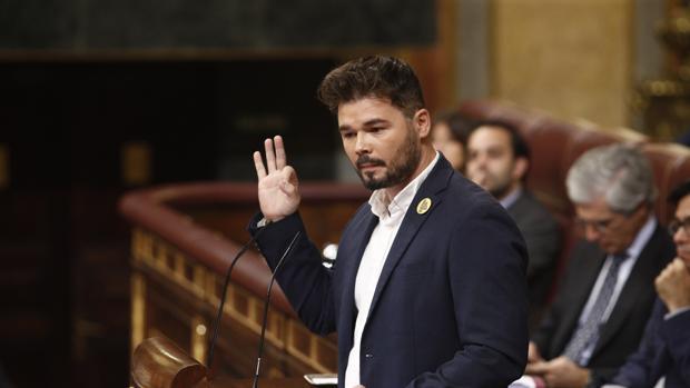 Sánchez evita defender al Rey después de acusarle Rufián de «justificar los palos del 1-O»