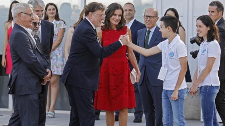 Ximo Puig apuró tanto la hora que perdió el AVE a Valencia y le tuvo que llevar la Reina en el avión oficial