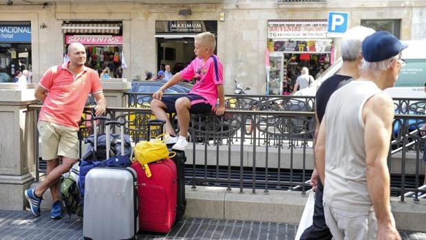 Turistas en el centro de Barcelona, en una imagen de archivo