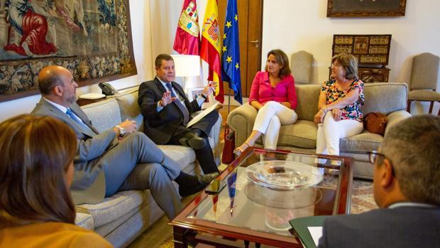 El presidente Page, junto a la ministra Teresa Ribera, en la reunión