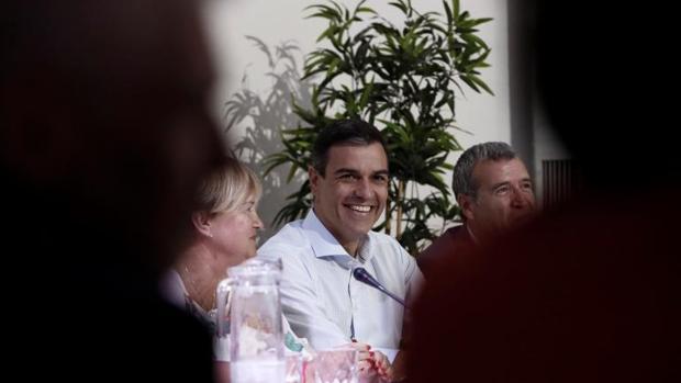 Pedro Sánchez, en un momento del encuentro con las asociaciones contra la despoblación