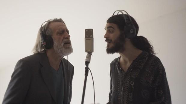 Luis Pastor, con su hijo Pedro, durante la grabación de una canción