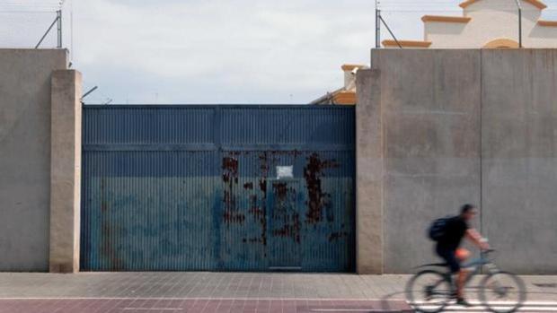 Imagen de la puerta de entrada al CIE de Valencia
