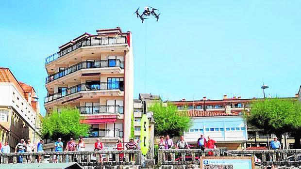 Los drones despiertan la curiosidad en Sanxenxo