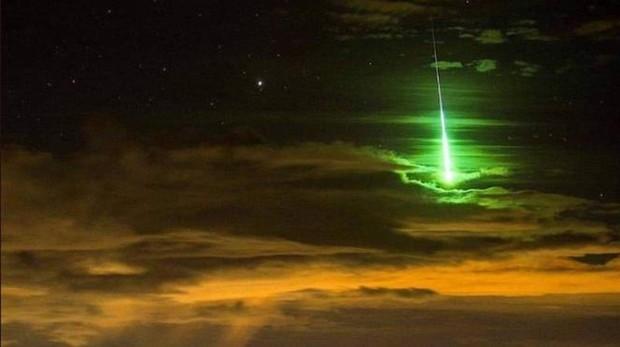 Imagen de la bola de fuego que sobrevoló anoche el cielo
