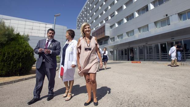 La consejera de Sanidad, Verónica Casado, durante su visita a centros en Ávila