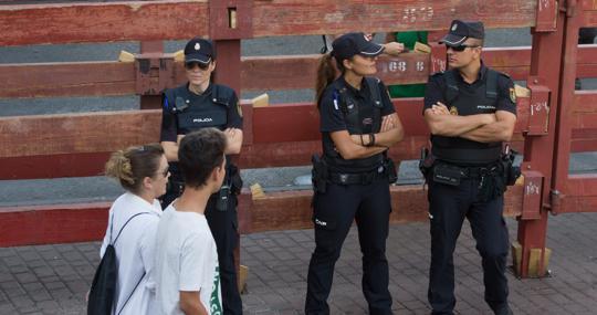 Policía vigila los encierros en una imagen de archivo