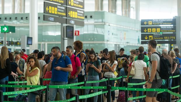 Acumulación de pasajeros en El Prat