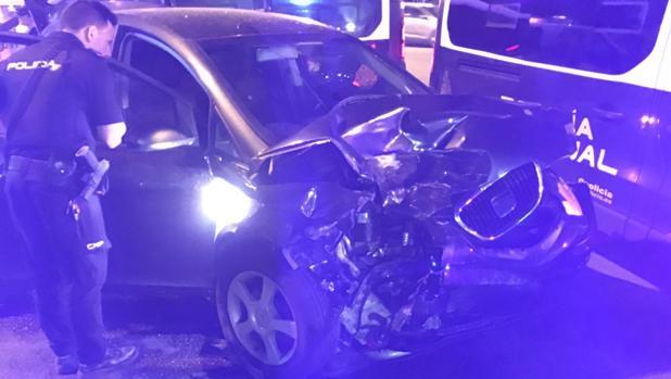 Imagen del vehículo del detenido tras la colisión