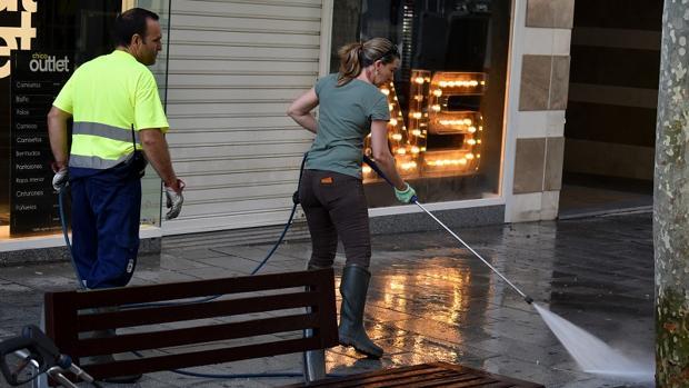 La concejala Mariana Boadella estuvo limpiando por las calles de Ciudad Real