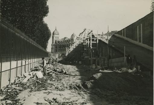 Obras en los Jardines de Sabatini, antiguas caballerizas, en 1935,