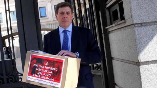Juan Carlos Quer, el pasado marzo en el Congreso de los Diputados presentando la iniciativa para la no derogación de la prisión permanente revisable