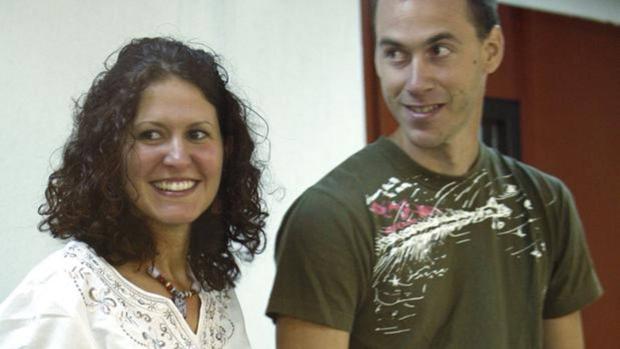 Imagen de archivo de los etarras Sara Majarenas y Mikel Orbegozo, detenidos el 17 de febrero de 2005 en una pensión de Valencia