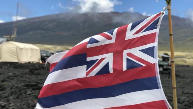 Bandera de Hawai en Mauna Kea