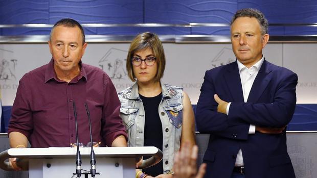 Enric Bataller, a la derecha, junto a Joan Baldoví y Marta Sorlí