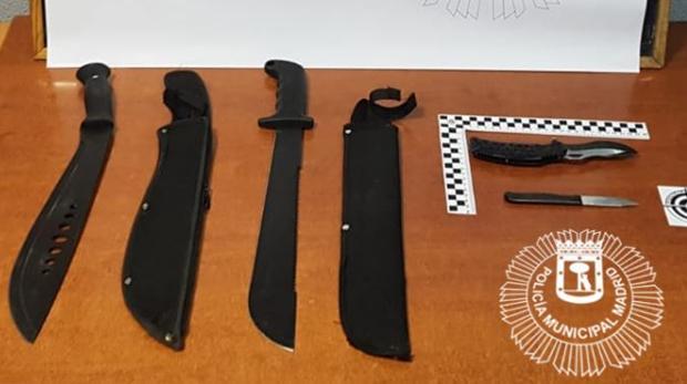 Armas blancas confiscadas a los menores en Usera