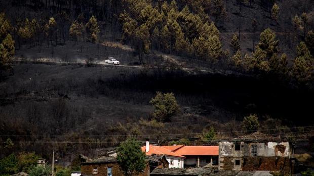 En A Gudiña, las llamas se acercaron peligrosamente a zonas pobladas