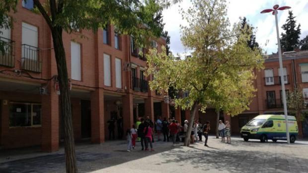 Imagen de la plaza del Poeta Federico García Lorca, donde en una de sus viviendas se ha originado el fuego