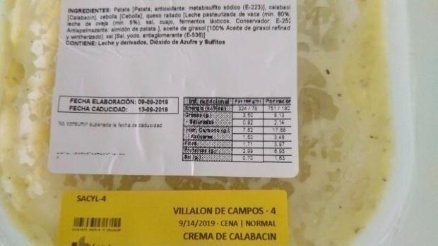 Uno de los productos caducados que llegó este fin de semana al centro de salud de Villaón de Campos