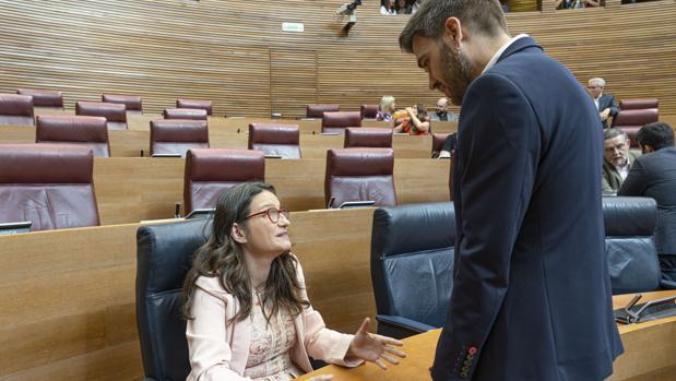 Mónica Oltra y Fran Ferri, en las Cortes Valencianas