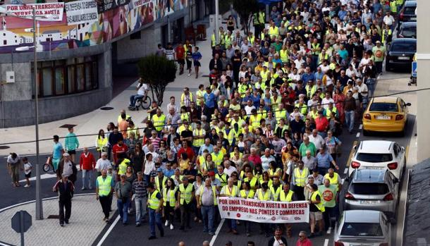 Manifestación en las calles de la localidad coruñesa de As Pontes