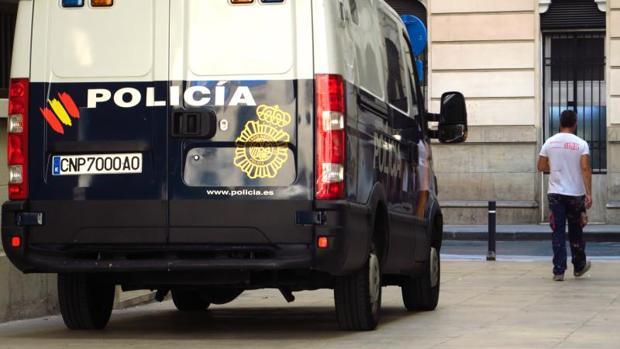 Un vehículo de la Policía Nacional en Alicante