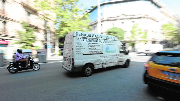 Vehículos en la calle de Barcelona, esta misma semana