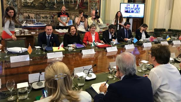 Rosa Quintana en la reunión celebrada en el Ministerio