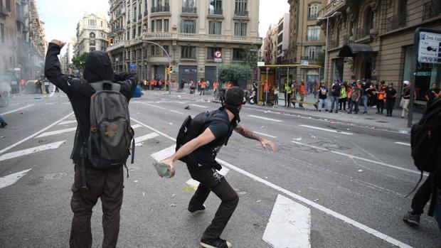 Resultado de imagen de disturbios barcelona