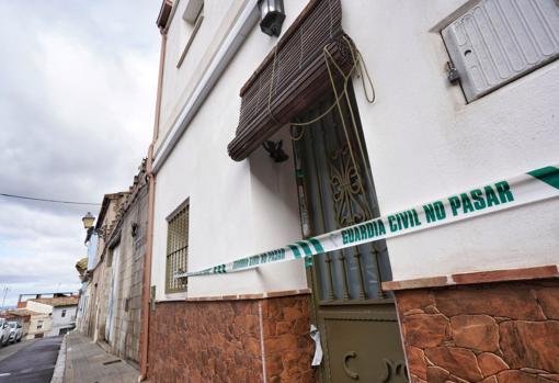 Imagen tomada este miércoles de la casa que tenía alquilada el detenido en Manuel