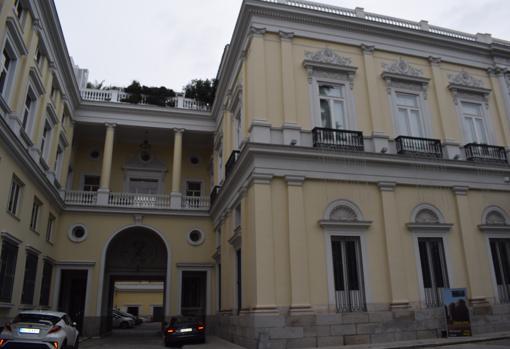Los pabellones laterales se unieron con corredores al palacio