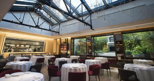 La sala de Saddle, el nuevo restaurante de lujo que ocupa el local del mítico Jockey