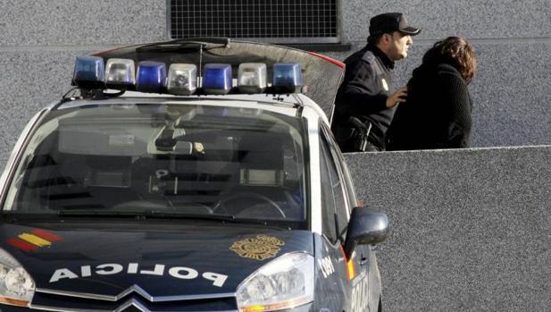 Un agente de la Policía Nacional en Lugo en una imagen de archivo