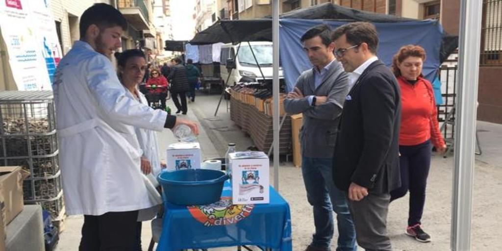 Bigastro y Cox se adhieren a la campaña de Hidraqua para concienciar sobre el uso de la red de saneamiento